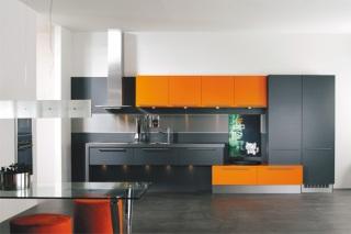 Köket kommer från HTH och heter Slät Vit Orange