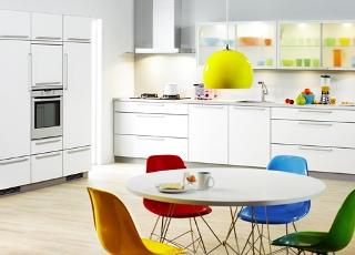 Köket kommer från Kvik kök och heter Vit-Alu