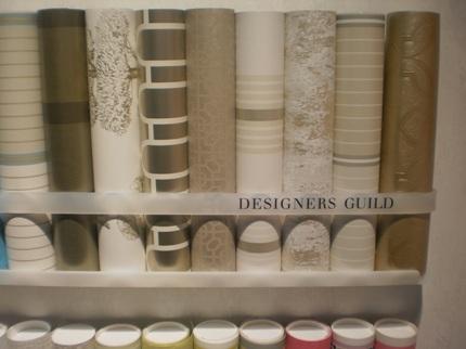 Bilden visar delar av Designers Guilds tapetkollektion