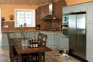 Köket kommer från Hagaköket och heter Elegance/Classic Ask